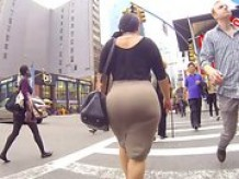 Very big ass on the street